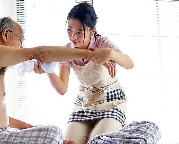 介護士の三田杏