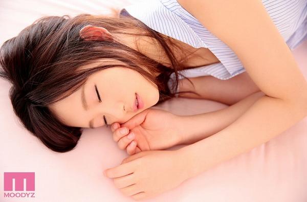 並木夏恋の寝顔